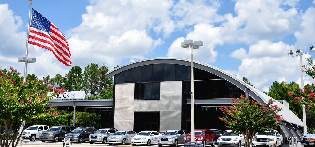 hummer dealership 4 Tips for First Time Car Buyers